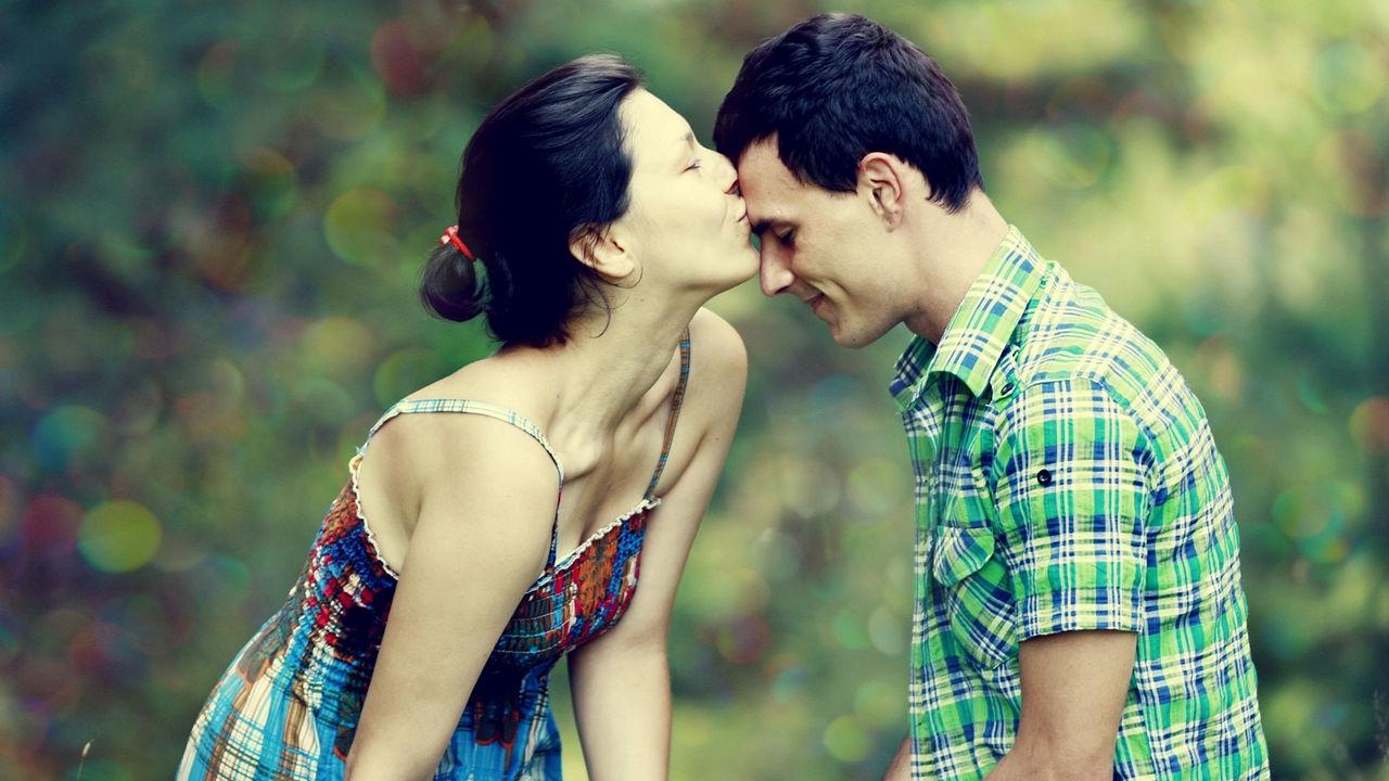 Happy Kiss Day Photos